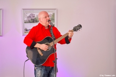 ©ThomasLein - Burkhard Peine an der Gitarre