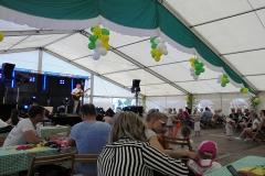 Burkhard Peine singt live vor den Gästen