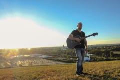 Burkhard Peine mit Gitarre
