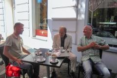 Burkhard Peine mit Michael Mendl bei der Besprechung zum Videodreh