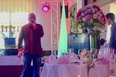 Burkhard Peine singt