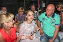 Burkhard Peine singt auf einer Jugendweihefeier